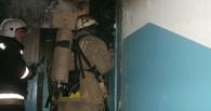 В Омске пожарные спасли 17 человек из многоэтажки на Менделеева