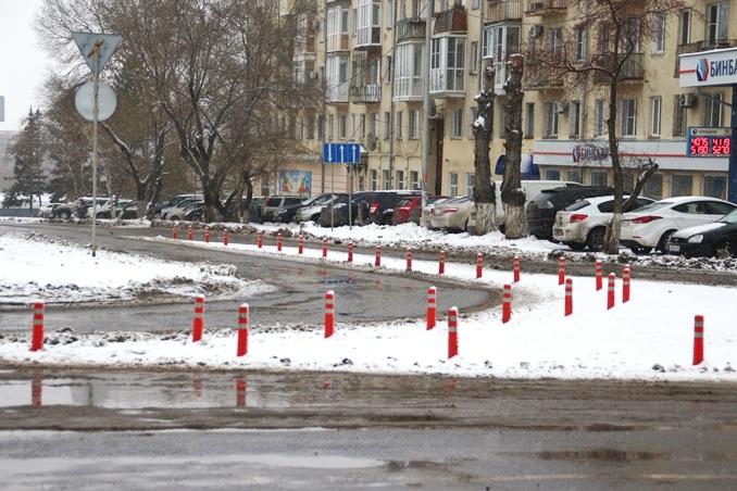 Депутаты заставляют мэрию Омска вернуть сигнальные конусы к Ленинградскому мосту