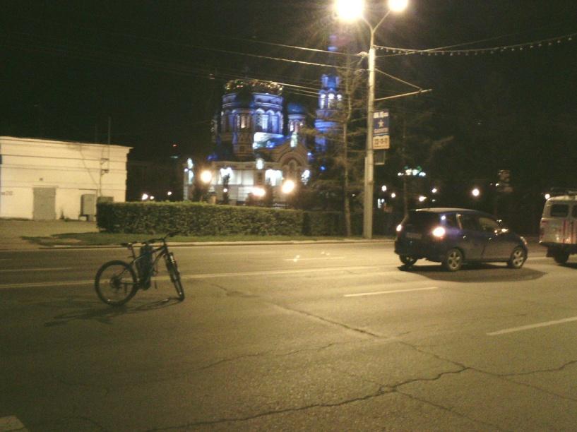 В центре Омска на переходе сбили велосипедистов (обновлено)
