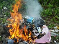 Горящий мусор в подвале «выкурил» из омской многоэтажки 60 человек