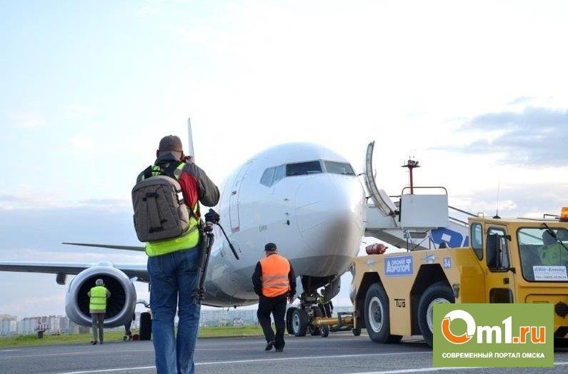 В Омском аэропорту 25 фотографов устроили фотосессию самолетам