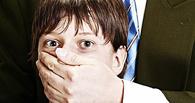 В Омске 47-летний чиновник два года насиловал несовершеннолетних братьев