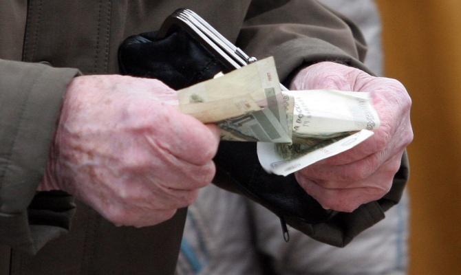 В Омске мошенник под видом соцработника обманывает пенсионеров