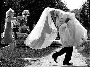 Омич-наркоман украл свадебное платье