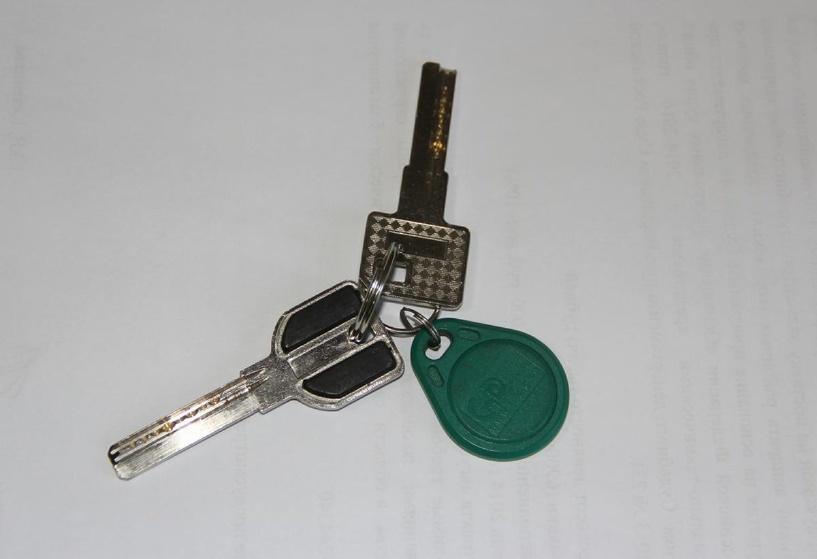 У омички обокрали квартиру, воспользовавшись ее же ключами