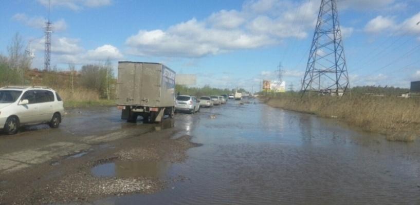 Из-за подтопления на объездной дороге Омска ограничена скорость движения