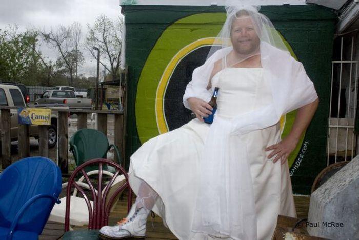 Фото мужик в платье свадебном с мужиком