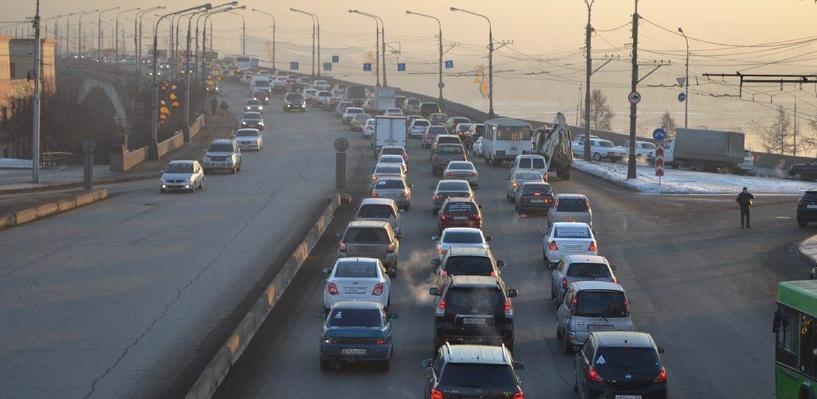 Пробки в Омске: ДТП на Ленинградском мосту и мосту имени 60-летия Победы