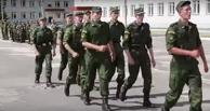 Рок-н-ролльная строевая: российские курсанты маршируют под песни Юли Чичериной