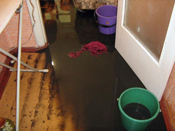 Омич затопил квартиру соседки собственными испражнениями