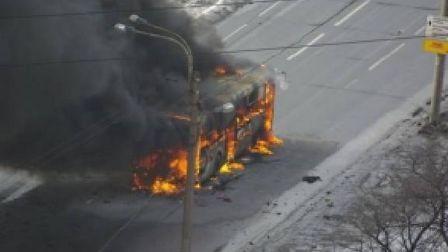 В горящем в Омске автобусе было 30 пассажиров