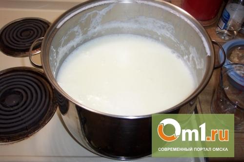 В Омской области девочка села на кастрюлю с кипящим молоком