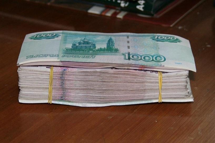 Во время «пьяных посиделок» омич похитил у знакомого 200 тысяч рублей