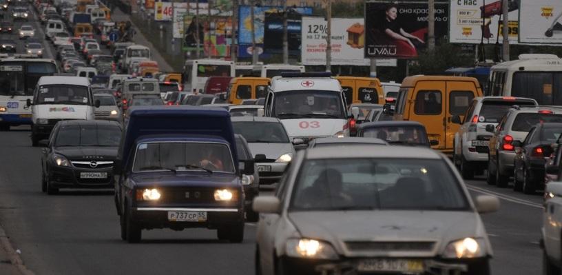 Пробки в Омске: ДТП на Лукашевича и затор на Красном Пути