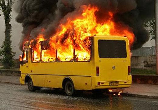 В Омске на 3-й Молодежной сгорел пассажирский автобус
