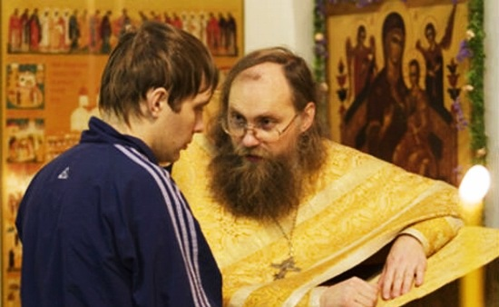 В Омске приставы привлекли священников к работе с нерадивыми отцами