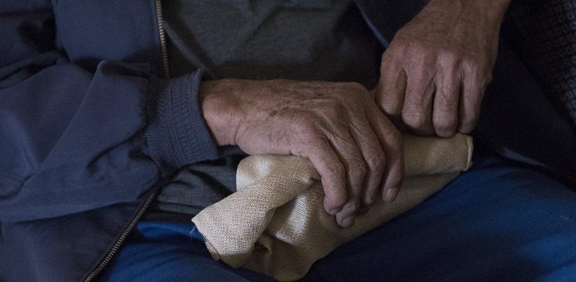 Пенсионера из Омской области истязали и отрезали две фаланги пальца ради денег