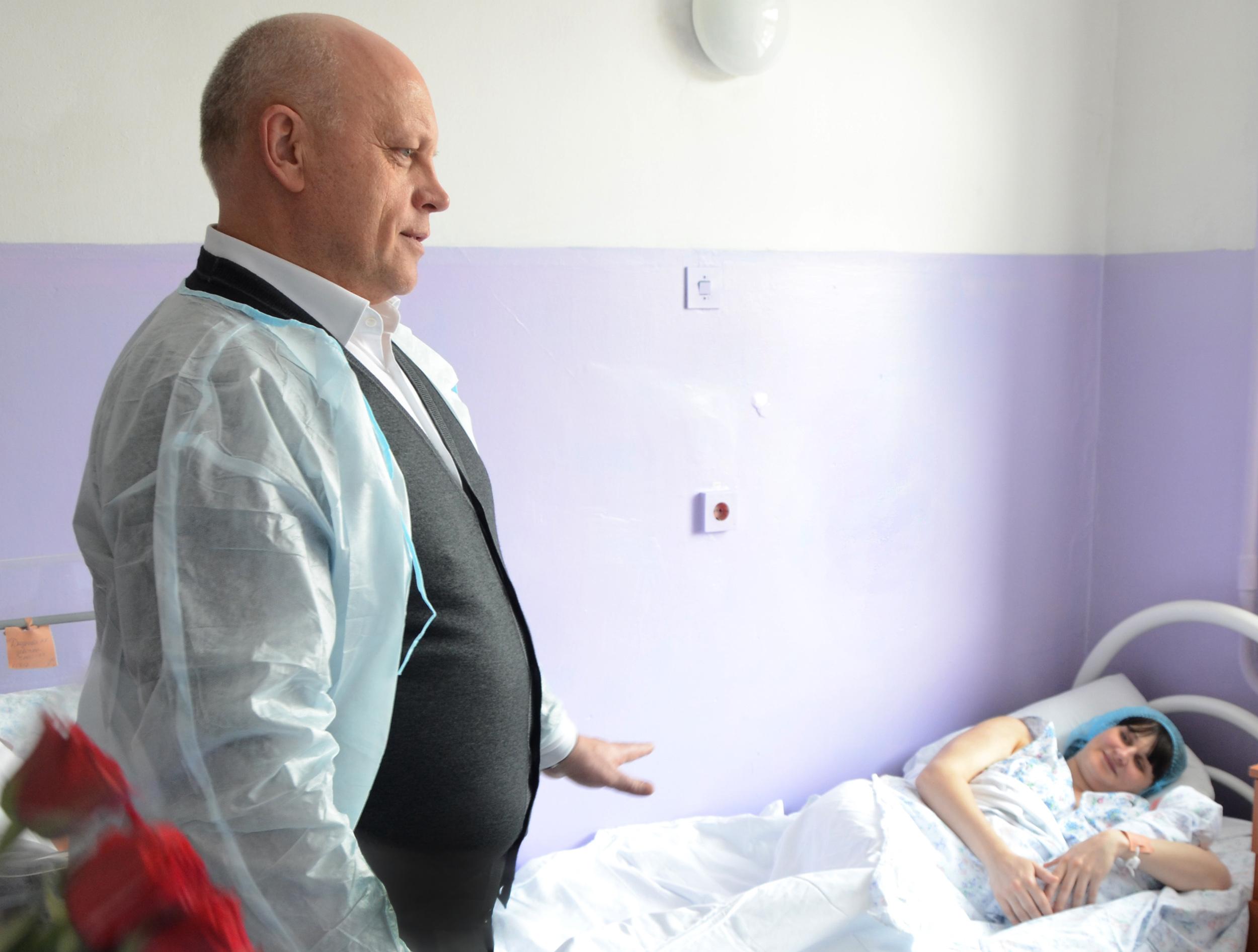Назаров поздравил вроддоме 2-х омичек, ставших мамами 8марта