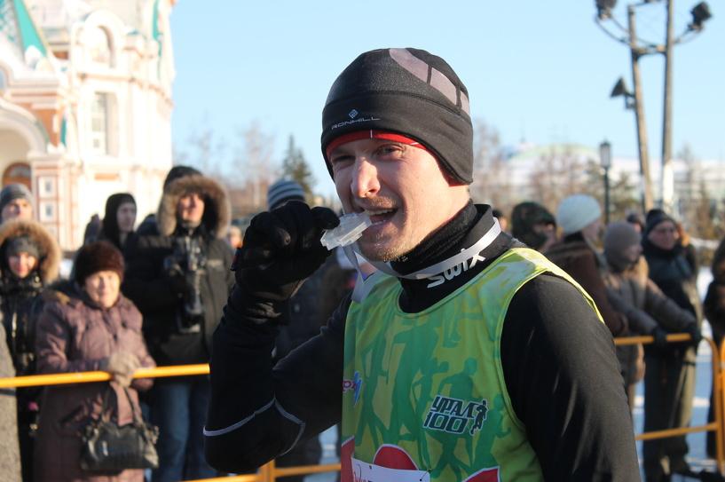 Ищем себя на фото: в Омске провели Рождественский полумарафон