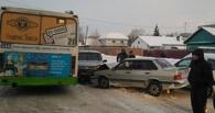 В Омске пьяный водитель устроил аварию из трех машин