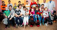 Омский «Авангард» побывал в гостях у маленьких пациентов ОДКБ