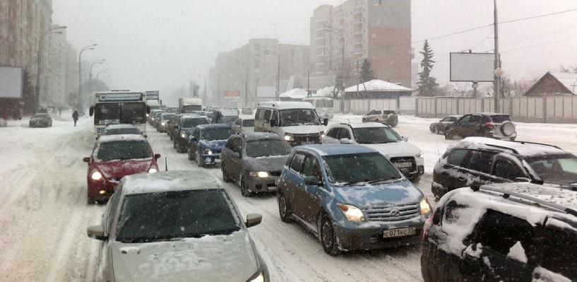 Многочисленные аварии с утра парализовали движение в Омске
