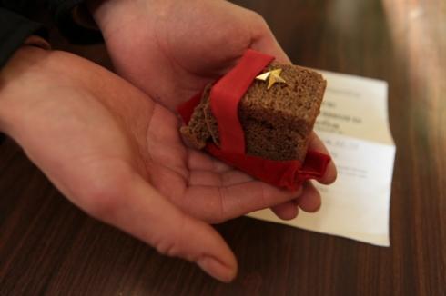 В Омске блокадный хлеб будут раздавать молодежи, а не ветеранам-блокадникам