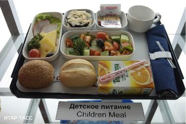 В Омске школа на 5 месяцев осталась без горячего питания