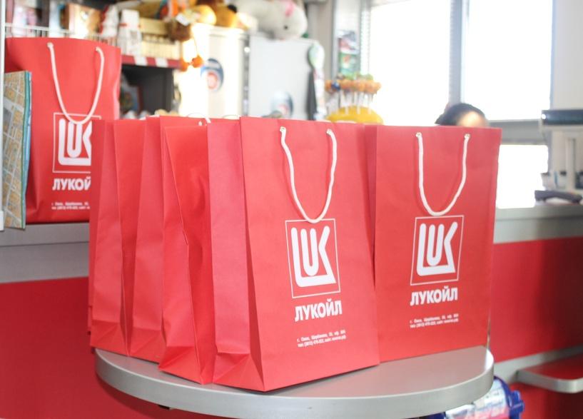 В подарок от ЛУКОЙЛа омичи получили планшеты и автогаджеты