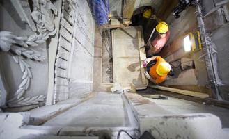 Все находки отправили в лабораторию: фоторепортаж со вскрытия гробницы Иисуса Христа
