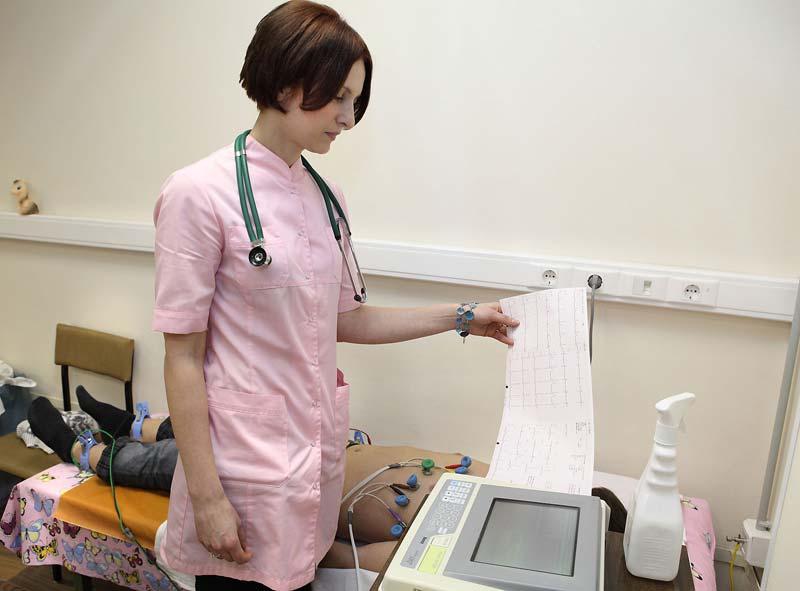 В Омской области кардиологи начали проверять детей в школах и детсадах
