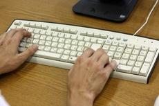 Правительство предлагает посылать кляузы на чиновников по интернету