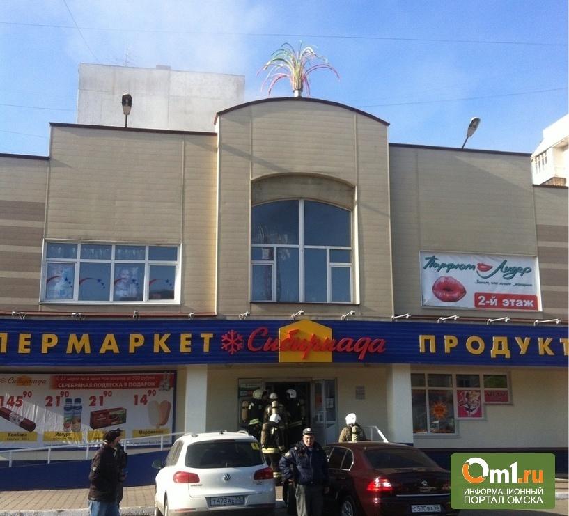В Омске горит торговый комплекс