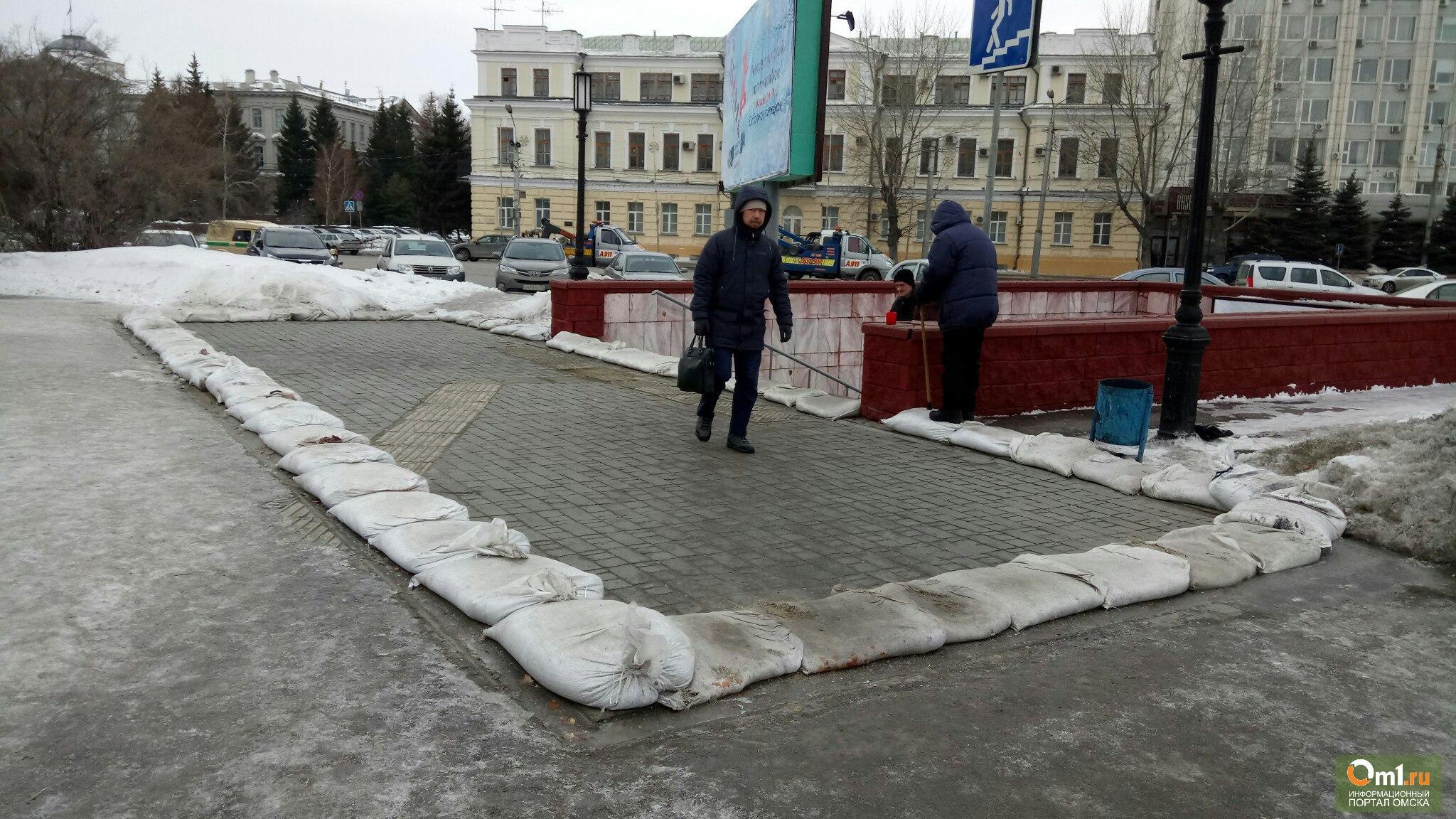 «Антипаводковые» мешки появились упереходов вОмске