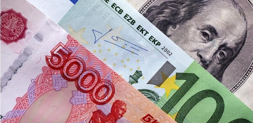 Курс валют: рубль вырос на бирже по отношению к доллару и евро