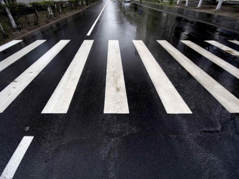 В Омске водитель «Лады Приоры» сбил двух женщин на пешеходном переходе