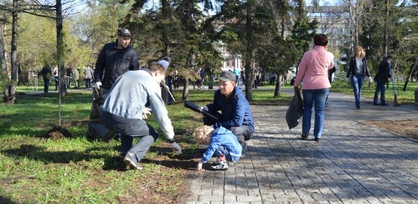 «Ростелеком» провел в Омске традиционный субботник на Аллеи связистов