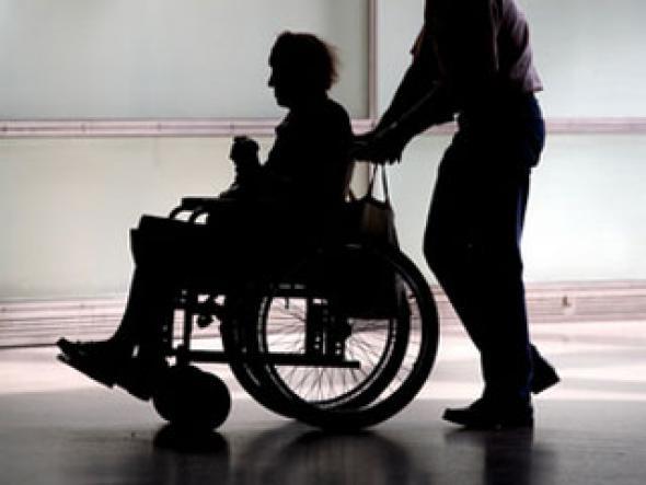 Омичи спасли инвалида из села, который заблудился в городе
