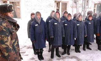 В Омской области отправили в колонию пенсионерку, зарезавшую молодого соседа