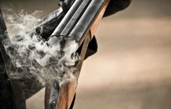 В Омской области мужчина застрелился, пока охотился на своих коров