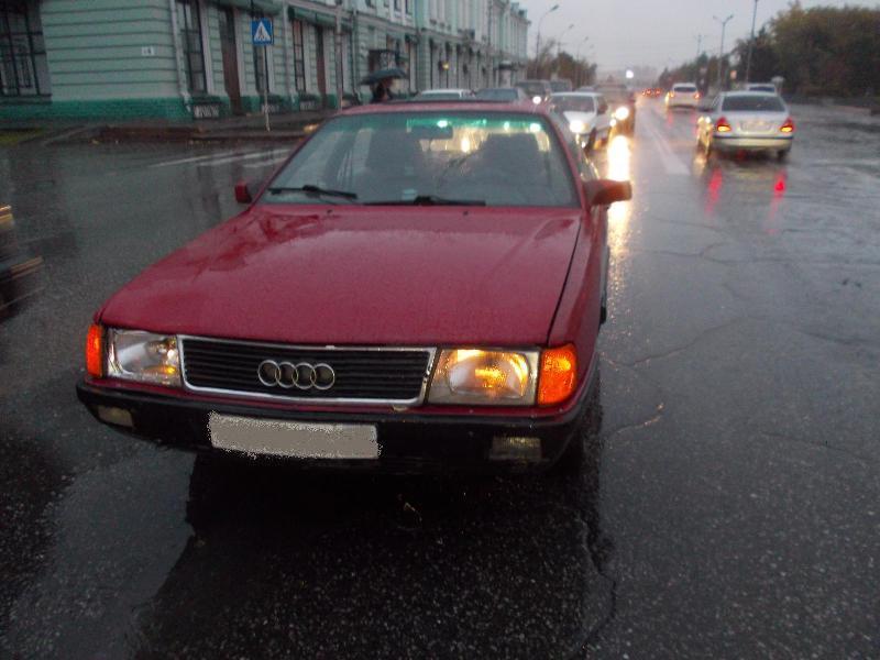 В Омске у Драмтеатра сбили 38-летнюю женщину