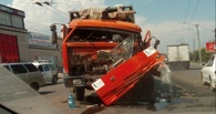 ДТП с двумя КамАЗами спровоцировало пробку в Омске