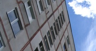 В Омске женщина с психическим расстройством выбросилась из окна