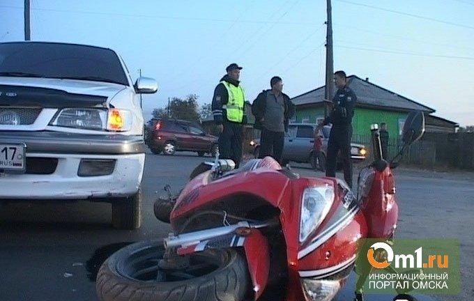 В Омской области студенты на мокике врезались в Nissan