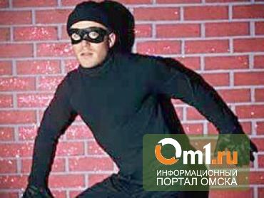Ограбление по-омски: вор набил сумки колбасой и пельменями и пошел на остановку
