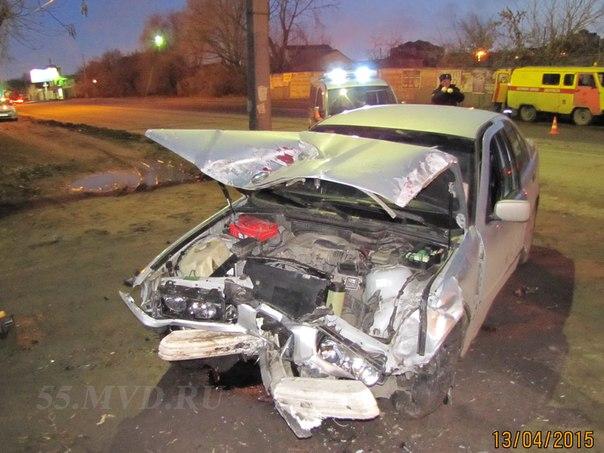 В Омске водитель BMW погиб после столкновения с полицейской машиной