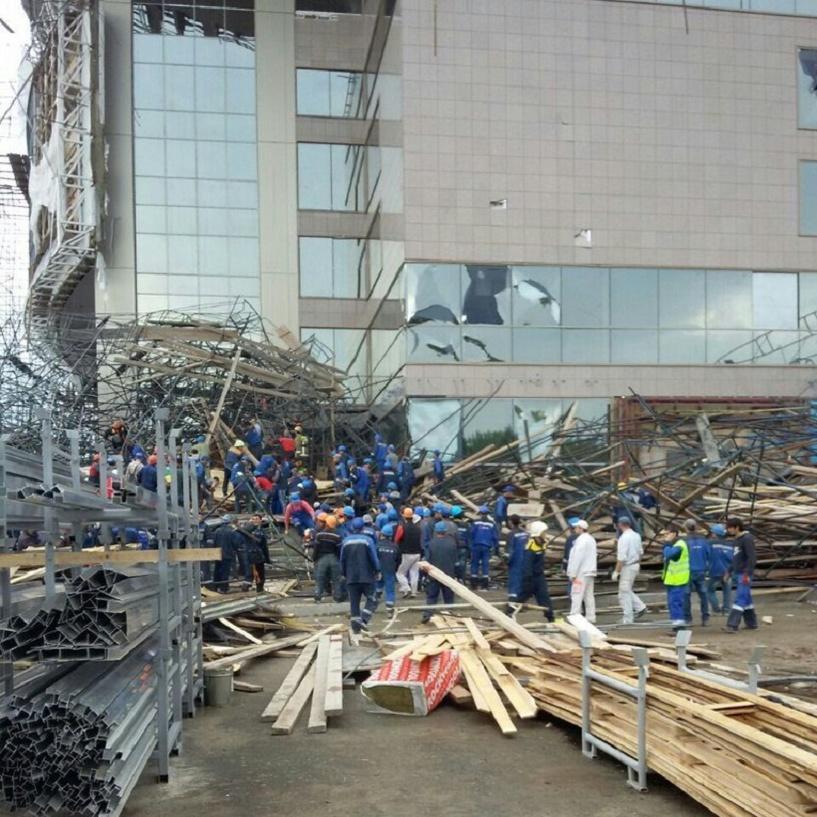 На стройке дворца искусств в Сургуте рухнули леса: 1 человек погиб, 17 ранены