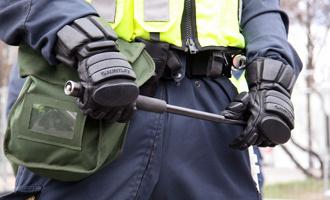 Омич сам себя избил шлангом, чтобы обвинить полицейских