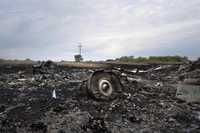Австралийское СМИ опубликовало видео, снятое ополченцами на месте крушения Boeing