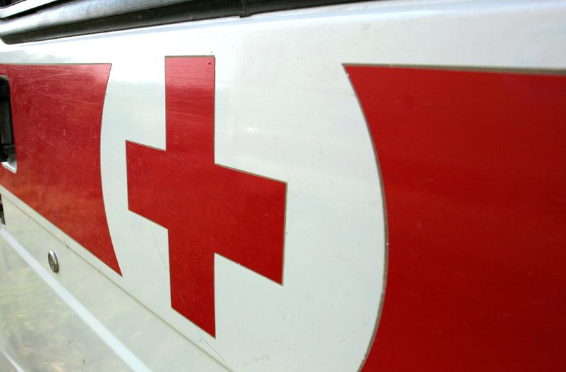 В Омске ВАЗ не пропустил трамвай: двое попали в больницу
